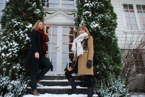 GAMMELT HUS: Anno 1905 står det over døren i det opprinnelige inngangspartiet til Villa St. Hallvard. Dagens eiere er Kristin Akasi (til venstre) og Anne Gravdal, i tillegg til Ragnar O. Hauge.