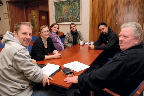 Bjørn Myrvang (fra venstre), Christian Holstad Lilleng, Catherine Norderhaug, Helene Haarr, Monica Roer og Anders Odden på Kulturmafiaens møte tirsdag kveld.