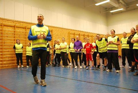 Yngvar Andersen har laget ett eget styrketreningsopplegg for Tjukkasgjengen. Han var selv i Moss for å instruere.
