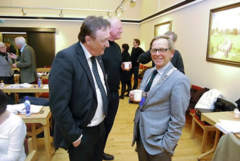 FERDIG MED SAKEN: Bjørn Kåre Sevik (FrP) (til venstre) og Roar Jonstang (H) er lite lystne på å diskutere boplikten igjen.  Foto: An-Magritt Larsen