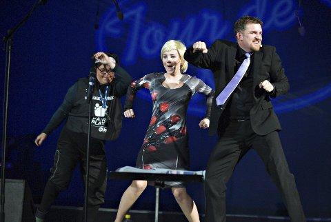 Juryen: Fra venstre: Grillos (Janne Saberniak) og Siw Jensen (Ida Nordskaug) utgjorde juryen, mens Trond Nielsen bandt korslaget sammen med sprelske innslag.