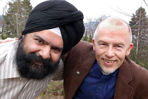 NY organisasjon. Sukhvinder Singh Johtti og Ivar Flaten inviterer til møte 8. mai for å stifte Drammen og omegn tro- og livssynsforum. Foto: Reidar Halden