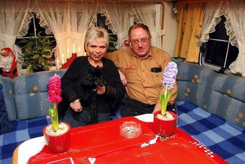 – Å feire jul i campingvogn er kjempefint, sier ekteparet Anne-Lise og Thor Ødegård fra Moelv (Foto: Ole Ludvig Rosenborg).