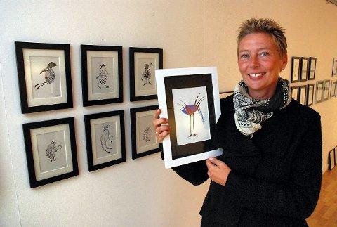 – Det er ikke barnetegninger, selv om de er litt barnslige, smiler Christina F. Hagen.