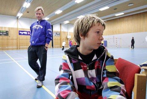 FORNØYD Skadde Lars-Jørgen Kristiansen på sidelinjen er glad for samarbeidet. - Vi er blitt et veldig sterkt lag, sier han.
