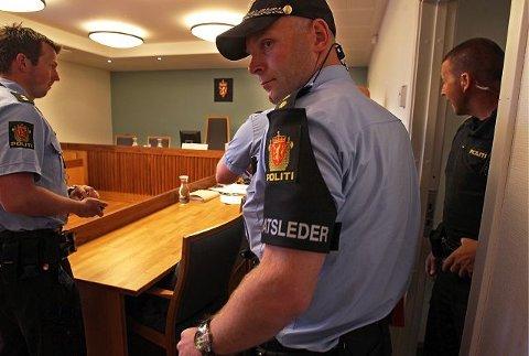 Innsatsleder Thor-Arild Hansen er blant mannskapene som er satt til å vokte 22-åringen under rettssaken.