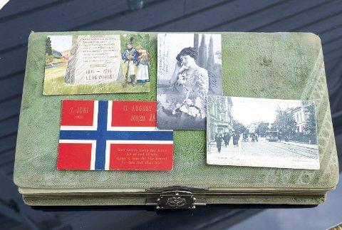 Stor samling: I dette albumet har Franks mor samlet på kort. Mange har glimt fra norgeshistorien.