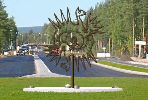 Som en hyllest til Elverums kunstner Gerhardt Munthe, bør det settes en skulptur i rundkjøringen ved Bast, basert på en av hans ornamenter til Ynglingesagaen, mener Hans Peter Bovolden.