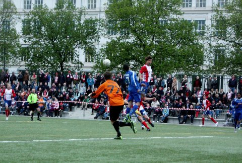 Ioverkant av 1.700 mennesker hadde møtt fram på Frogner Stadion.
