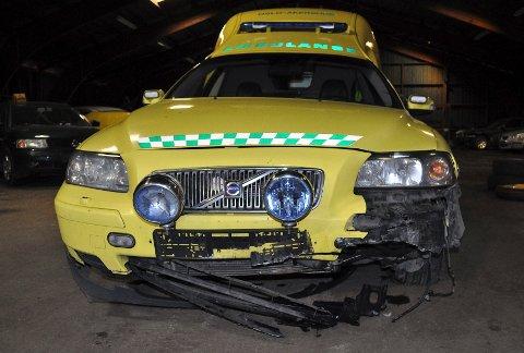 STORE SKADER:  En mann stjal en ambulanse ute på oppdrag og totalvraket den på gjestehavnen i Drøbak søndag morgen. FOTO: LARS NORSTED
