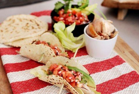Taco med kjøtt fra kyllinglår, og lefser og salsa man har laget selv, gjør taco til en ny fredagsopplevelse.
