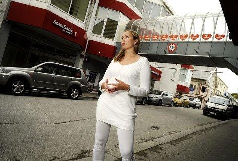 Ønsker sentrumsliv: – Et levende sentrum trenger både bolig og næring, sier Lisbeth Aase Spies, påtroppende leder for Haugesund Sentrum. Hatteland flytter sine vel 30 ansatte ut av Arabia-bygget innen neste sommer.