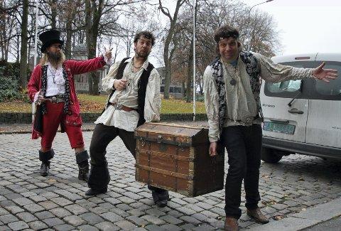 Kaptein Rødskjegg (Odd Espen Skjærbekk), Kalle Kanon (Ole Jacob Lindberg) og Jern-Harry (Morten Heiberg) skal løpe Christian Frederik-løpet.  Foto: Trine Urstad