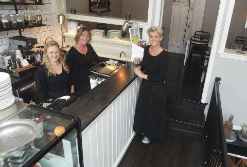 Matmagazinet er et nytt innslag på Torvet. Fra venstre: Kristiane Gjelstad, Doreen Quinn Johansen og daglig leder Carin Brunsell.