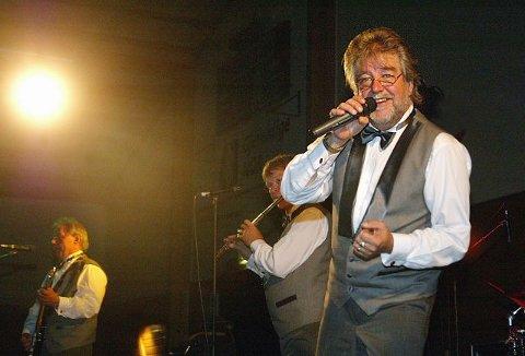 DANSEGALLA. Sylling IF vil arrangere dansegalla med Ole Ivars i Syllinghallen for å tjene penger til idrettslaget. Foto: Andreas Fadum