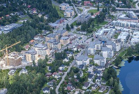 TO I TREKANT: I denne trekanten mellom Kolbotnveien til venstre og Kantorveien skal det bygges to blokker. FOTO: CHRISTIAN CLAUSEN