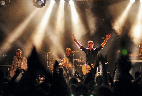 En konsert med Postgirobygget er for mange obligatorisk om sommeren. I år kan du få dem med deg i Kanalparken i Moss den 25. juni.  Billdet er fra konserten på Tollboden i 2009.