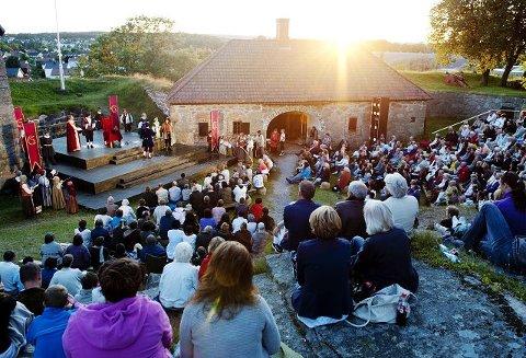 FLYTTET til fortetVandreteateret i Gamlebyen har nå blitt sceneforestilling på Kongsten fort.