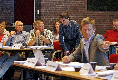 Fra høyre: Tage Pettersen (H) og Øivind Tandberg-Hanssen (SV) har litt ulikt syn på hvordan idretten kommer ut i rådmannens budsjettforslag.