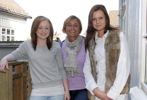 Tett på: Ungdomslos Beate Folkman Lunden sørger for tett oppfølging av unge som står i fare for å droppe ut av skolen. Her sammen med Ida Marie Polland (16) og Tina Johansen (16)