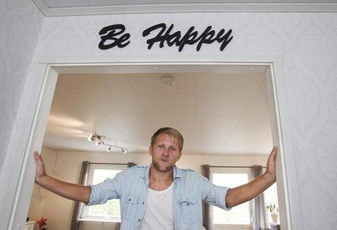 IKKE «HAPPY»: Boligdrømmen til Fredrik Skallerud og hans familien endt opp i et langt klagemareritt overfor Älvsbyhus. (Alle foto: Geir Hansen, Moss Avis)
