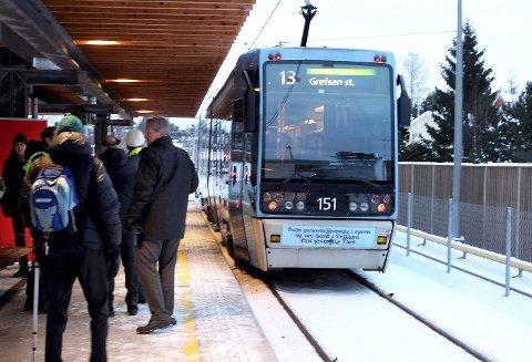 TRIKKETRØBBEL: Trikken sporet av ved Jar stasjon 23. januar i fjor.