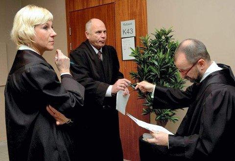 Jentas bistandsadvokat Monica Lindbeck (f.v.), farens forsvarer Dagfinn Hodt og statsadvokat Erik Førde under ankesaken