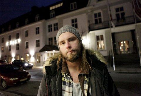 Dagfinn Bjelland følte seg svært urettferdig behandlet etter besøk på Clarion Collection Hotell Atlantic i Sandefjord, etter at etternavnet hans ble feilstavet i hotellresepsjonen.