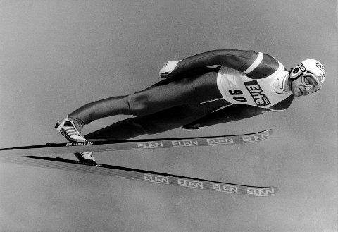 Ole Gunnar Fidjestøl ble verdenmester i 1988. Nå er han rennleder i Vikersund under VM til helga.