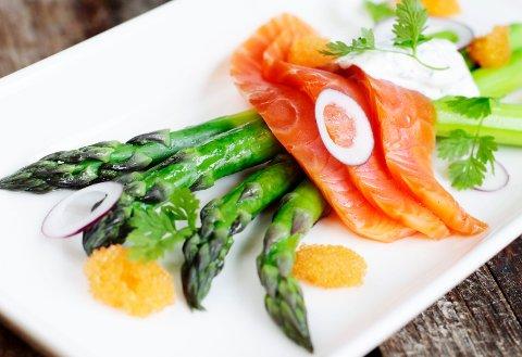 Denne vårlige aspargesretten tryller du fram på noen få minutter.
