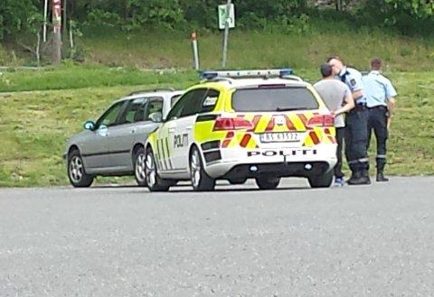 PÅSATT HÅNDJERN: Tirsdag formiddag ble ett av de to vitnene pågrepet av politiet ved Gommerudbanen i Bærum.