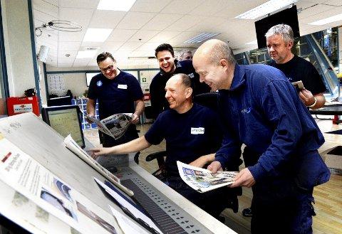 De er glade i jobben sin på Amedias trykkeri på Borgeskogen, men leter etter nye arbeidsgivere. Fra venstre: Dag Alkemark, Steinar Kristiansen, Trond Arild Eriksen, Andreas Hvattum, Per Walaker og Dag Lyse.