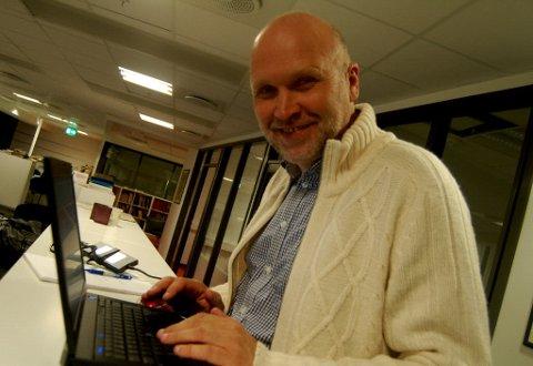 Samfunnsredaktør i Fredriksstad Blad, Øivind Lågbu er til stede på rådhuset hvor han vil bringe deg de ferskeste resultatene underveis i opptellingen.