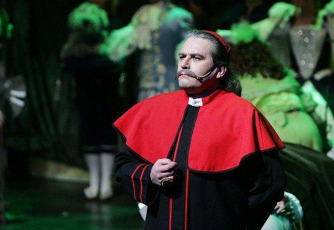 AUTORITÆR: Sverre Kvalnes var en autoritær Kardinal Richelieu.