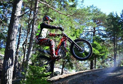 Rikard Bakurowitz (17) fra Trøgstad Trialklubb fikk litt luft under hjulene.