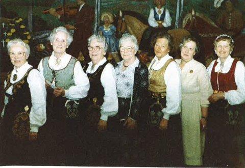 1984: F.v. Kaspara Mørk, Ingrid Bjerke, Margareth Tollefsrød, Ingeborg Nordli, Else Eckbo, Anna Bergsvik og Else Weydahl.