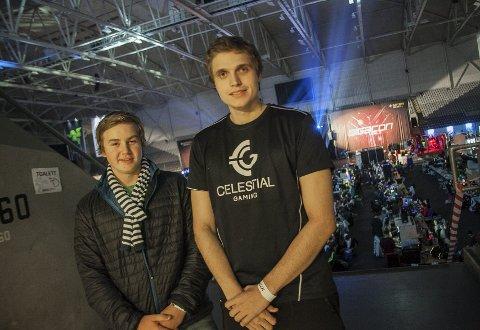 Lagspillere: Nikolai Mood Martinsen og Sevbastian Gsell kommuniserer mest på nett. I helgen traff Ås-guttene hverandre.