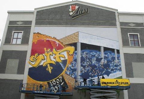 SKAPER DEBATT: Gatekunst-hyllesten på Aass bryggeri gjør at debatten om graffiti i Drammen er vekket til liv igjen.Foto: Stian Øvrebø Johansen