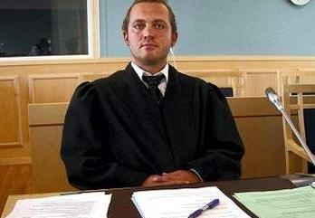– Fordi min klient ikke har fått hjelp av politiet har han sett seg nødt til å bruke selvtekt og selvforsvar, sa forsvarsadvokat Erling Mehus.