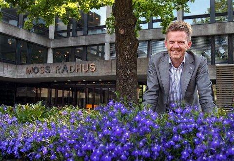Høyres ordførerkandidat, Tage Pettersen, kan glede seg over at det lyser blått fra meningsmålingen i Moss og over det ganske land. Hvis dette blir resultatet, kan han innta ordførerstolen til høsten.