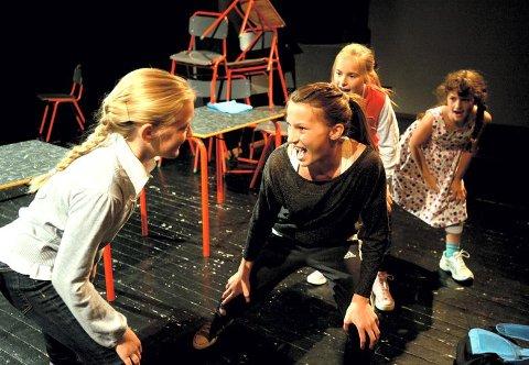 Spenstig: Elise Meyer, Madeleine Nysveen, Andrine Uthus og Selma Sandsdalen Mytting i spenstig koreografi.