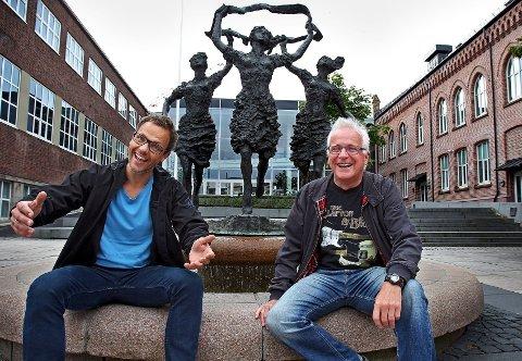 GLEDER SEG: Håkon Sæther og Tore Hangerhagen ser fram til å arrangere folkefest i sentrum av Moss (Foto: Geir Hansen)