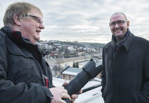 Inviterer deg: Fotoleder Ståle Weseth og nyhetsredaktør Per Skøien vil ha dine bidrag til kalenderen. Foto: Eigil Kittang Ramstad
