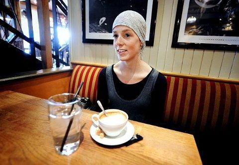 – Jeg har mye tid, men orker lite. Det er frustrerende, synes Maren-Sofie Solberg, som så gjerne skulle jobbet. Men kreftsykdommen hindrer henne.