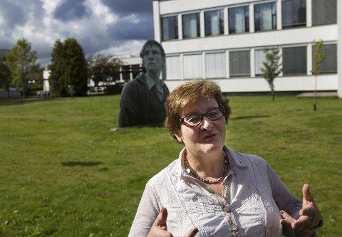 Glad for hjelpen: Rektor Anne Karin Øksnevad ser på den nye loven som et godt verktøy for å holde elevene tobakksfrie.