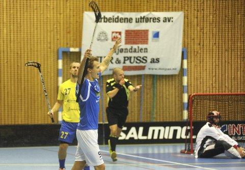 GOALGETTER: Kristian Becher viste målteft da han banket inn to mål mot Bækkelaget. Han pådro seg også to utvisninger i kampen. FOTO; PER ABRAHAM GRENNÆS