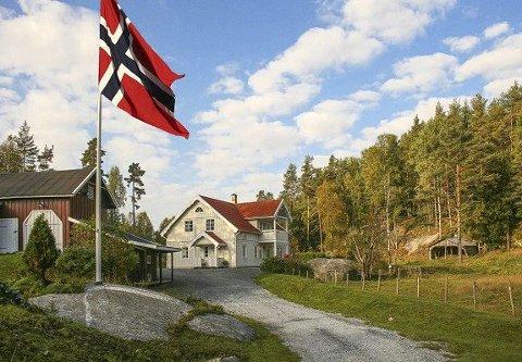 LANDLIG IDYLL: Oslo-folk viser stor interesse for eiendommer som Enebakkveien 619: Landlig med stor tomt og kort vei til Oslo. At den gikk vel millionen over takst er likevel ekstremt.FOTO: PRIVATMEGLEREN