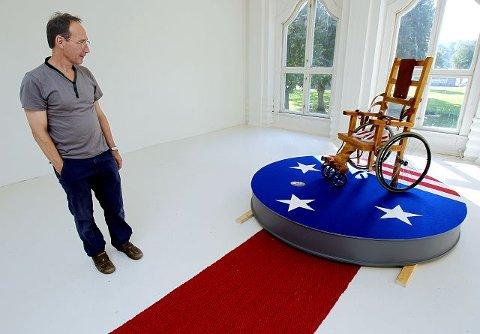 Med åpning av utstilling på Østfold kunstnersenter den 11. september, er det naturlig å tenke at Ary Ketting har hatt politiske baktanker med installasjonen sin. Det benekter mossekunstneren.