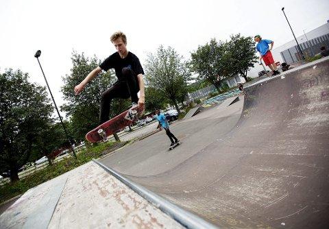 NESTEN PROFF: Alexander Angell-Pedersen skilte seg helt klart ut fra mengden i skateparken. Nittenåringen fra Stokke var ikke med i konkurransen, men var til stor inspirasjon for de yngre.Alle foto: Christian Roth Christensen