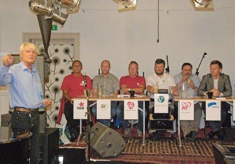 Fra venstre: Eirik Tveiten (R) Terje Turøy (SV), Tomas Colin Archer (Ap), Sindre Mork (V), Knut Arild Andreassen (Krf), Tage Pettersen (H).
